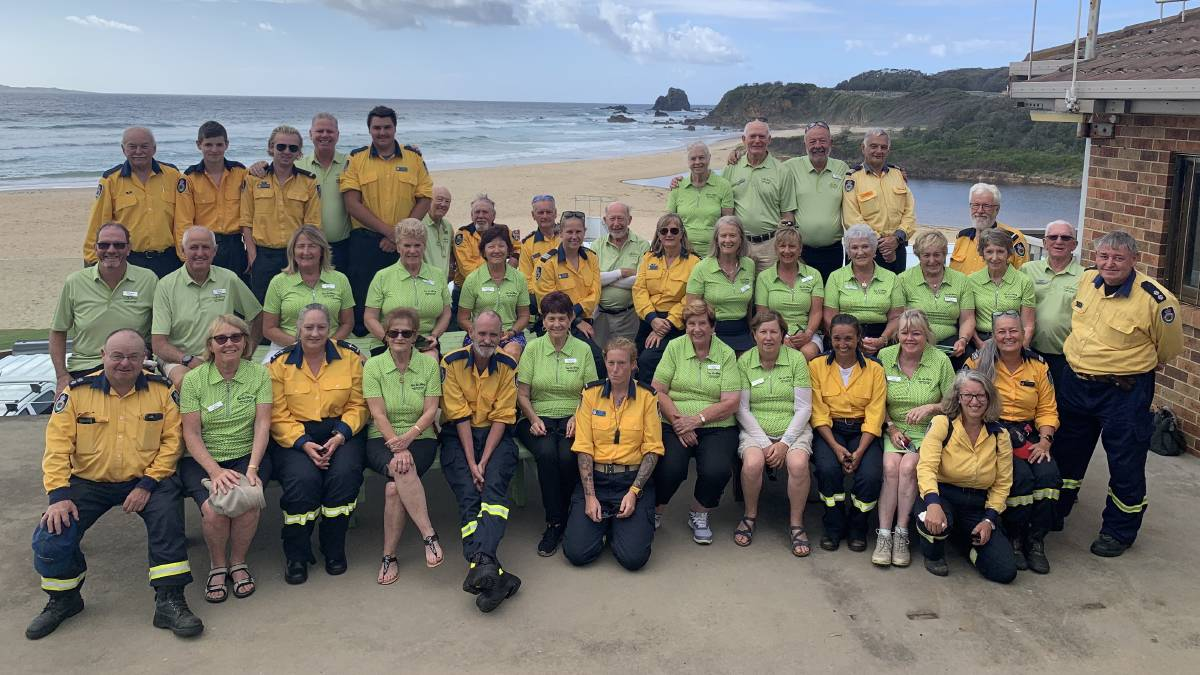 Go Golfing's travellers with members of the Far South Coast Rural Fire Brigade in Narooma, NSW.